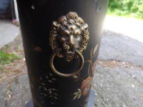 post 175 lion lamp