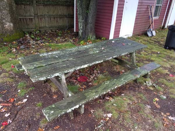 post 452 picnic table